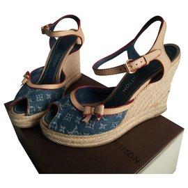 4e2f7a32a0 Second hand Louis Vuitton Women Sandals - Joli Closet