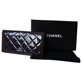 Chanel-Authentique Portefeuille Chanel Timeless en cuir verni violet foncé-Prune