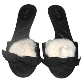 Chanel-Chanel black leather and fabric mules with organza camellia-Black,White