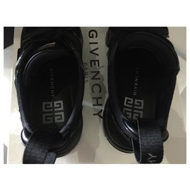 Givenchy-Jaw-Black
