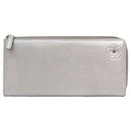 Chanel-Portefeuille long en cuir camélia argent Chanel-Argenté