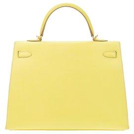 Hermès-Sublimissime Hermès Kelly 35 bandoulière en cuir epsom jaune citron, bijouterie dorée, en superbe état !-Jaune