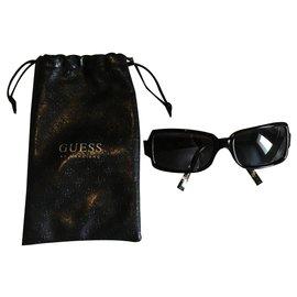 Guess-Lunette de soleil Guess noir avec le logo en doré sur les branches-Noir,Doré