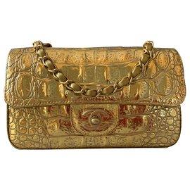 Chanel-Sac à rabat en relief à motif crocodile doré métallisé sur piste-Doré