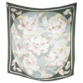Hermès-Square Hermes Lotus Flower-Khaki