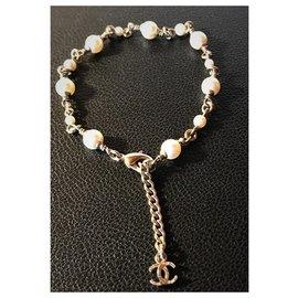 Chanel-Magnifique Bracelet Chanel en métal doré avec 13 Perles de 5 mm et 3 mm de diamètre-Blanc cassé