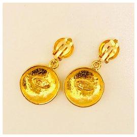 Chanel-Vintage round CC clip on-Golden