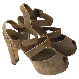 Louis Vuitton-Sandals-Caramel