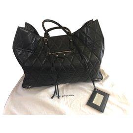 Balenciaga-Shopping-Black