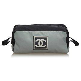 Chanel-Pochette Chanel Grey CC Nylon-Noir,Autre,Gris
