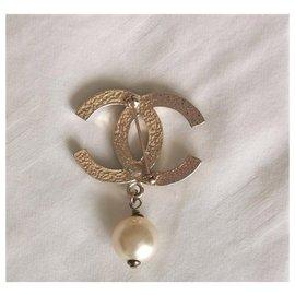 Chanel-Chanel Pearl Drop Brooch-Golden
