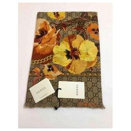 Gucci-foulard floral gucci nouveau-Beige
