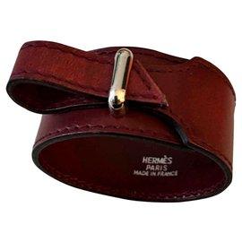 """Hermès-Bracelet Hermès """"Artémis""""en Plaqué or 18 ct et Cuir de Veau-Bordeaux"""