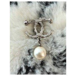 Chanel-Chanel Pearl Drop Brooch-Beige