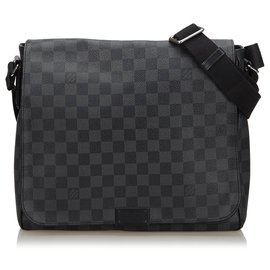 Louis Vuitton-Louis Vuitton Black Damier Graphite District MM-Noir,Gris