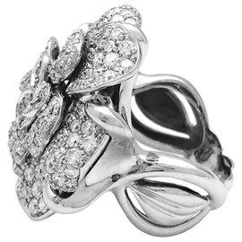"""Chanel-Chanel-Ring Modell """"Camelia"""" aus Weißgold und Diamanten.-Andere"""