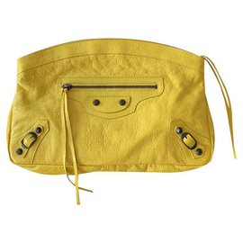 Balenciaga-Clutch bag Balenciaga Classic yellow leather studs-Yellow