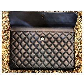 Chanel-Pochette à documents Chanel en cuir d'agneau noir-Noir