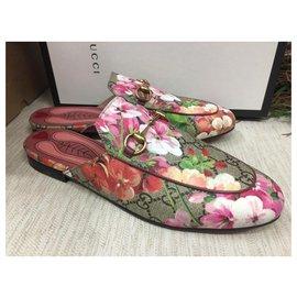 Gucci-GUCCI Mules Princetown GG Blooms en toile enduite-Multicolore