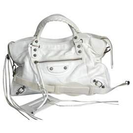 Balenciaga-First-Blanc