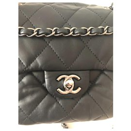 Chanel-Mini-Noir