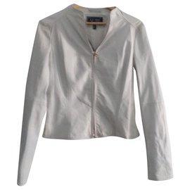 Armani Jeans-Cintrée, cuir souple, léger, fin.-Blanc cassé