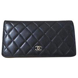 Chanel-Chanel black lambskin yen bi-fold wallet-Black