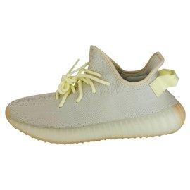 Yeezy-sneakers-Jaune