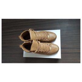 Balenciaga-sneakers-Marron