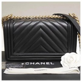 Chanel-Medium Chevron Boy-Black