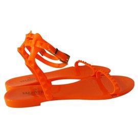 Valentino-Rockstud-Orange