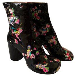 Maison Martin Margiela-Printed patent leather Tabi ankle boots-Multiple colors