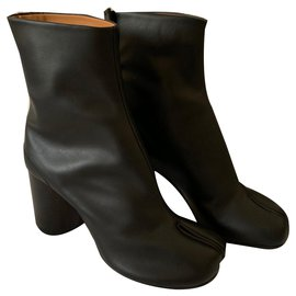 Maison Martin Margiela-Black leather Tabi ankle boot-Black
