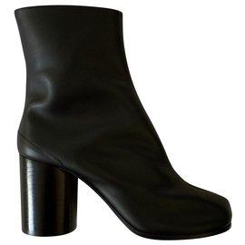 Maison Martin Margiela-Iconic Tabi ankle boots-Black