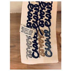 Chanel-Foulards de soie-Noir