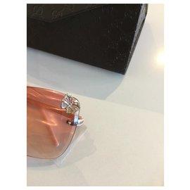 Gucci-Des lunettes de soleil-Rose