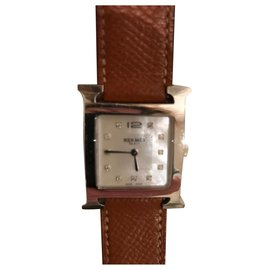 Hermès-H-1.510-format medium-dial brilliant on mother-of-pearl-Silvery