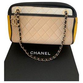 Chanel-Camera-Beige