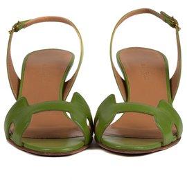 Hermès-Escarpins Hermès Night en cuir vert anis, taille 36,5 en très bon état !-Vert