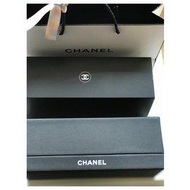 Chanel-Cadeaux VIP-Noir,Blanc cassé