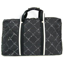 Chanel-Chanel Black Old Travel Line Duffle-Black,White