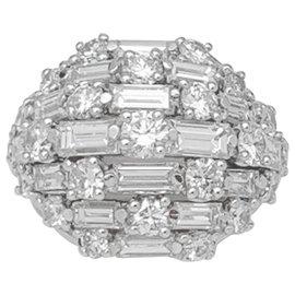 Van Cleef & Arpels-Bague dôme Van Cleef & Arpels en platine et diamants.-Autre