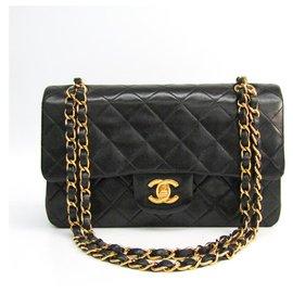 Chanel-Sac à rabat doublé Chanel en cuir d'agneau noir classique classique-Noir