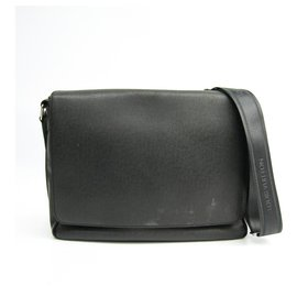 Louis Vuitton-Louis Vuitton Black Taiga Roman Pm Mens-Black