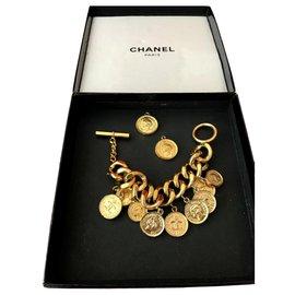 Chanel-Manchette médaillon-Doré
