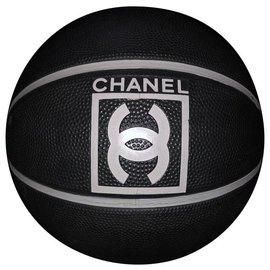 Chanel-Ballon de basket-Noir,Blanc