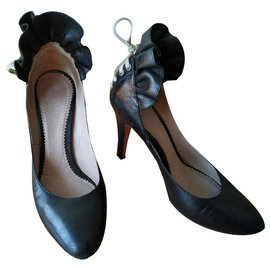 Chloé-black leather ruffle back pumps-Black