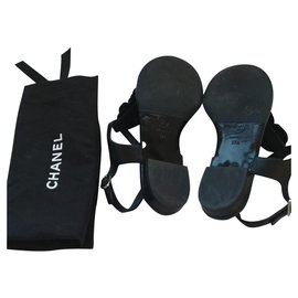 Chanel-Tongs-Black