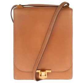 Hermès-Beau sac Besace Hermès en cuir box gold, accastillage plaqué or en très bon état !-Doré