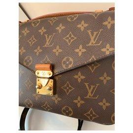Louis Vuitton-Metis-Brown